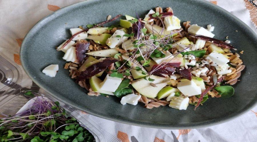 ensalada verde con pasta integral